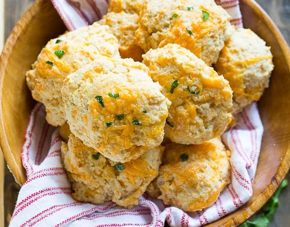 Cheddar Bay Biscuits  Cheddar Bay Biscuits red lobster biscuits 33 575x450